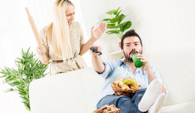 mulher gritando a seu marido