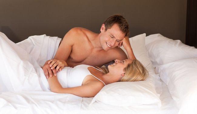 casal na cama (1)
