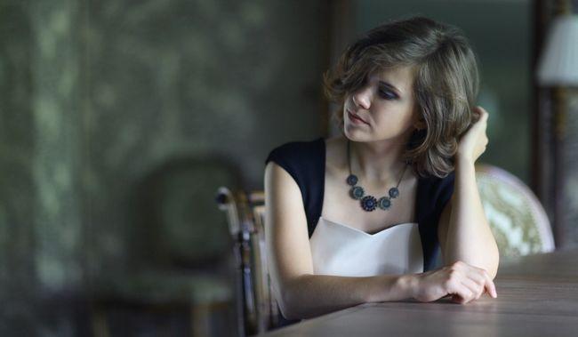 mulher contemplando