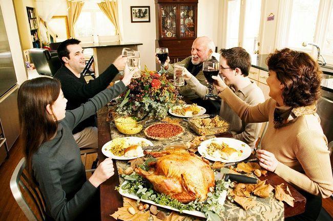 mesa de Thanksgiving Day brindar família
