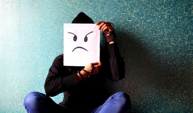 homem irritado