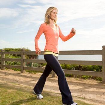 18 benefícios de saúde de caminhar todos os dias fora em vez de dirigir