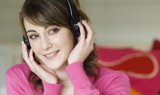 mulher de ouvir música
