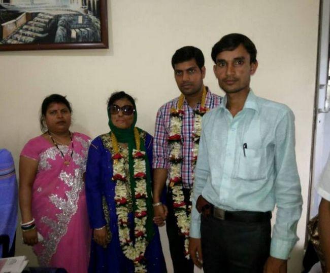 sobrevivente do ataque com ácido Sonali Mukherjee se casou com o amor de sua vida