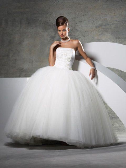 Aqui está uma visão geral do que o seu vestido de casamento diz sobre você