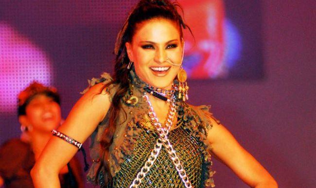 Aqui está o porquê Veena Malik deve ir para a cadeia por 26 anos!