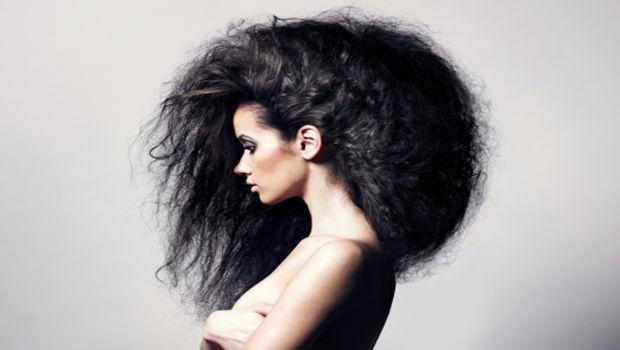 Como parar depois de alisar o cabelo crespo natural