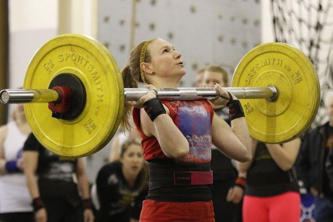 No mundo das mulheres dos badass concorrentes Strongman