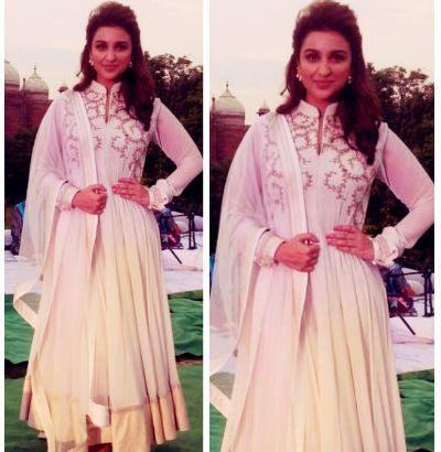 Parineeti Chopra no vestido étnico