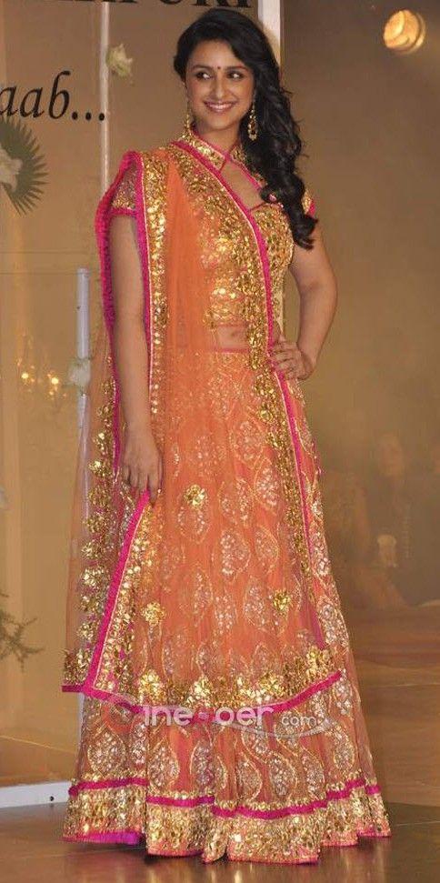 Parineeti Chopra no vestido tradicional por maheka Mirpuri