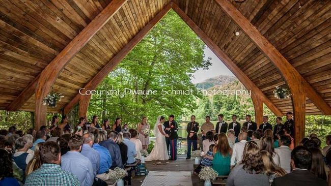 Caleb e Maggie durante a cerimónia
