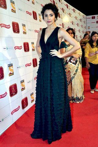 Sharma anushka encantadora no vestido preto