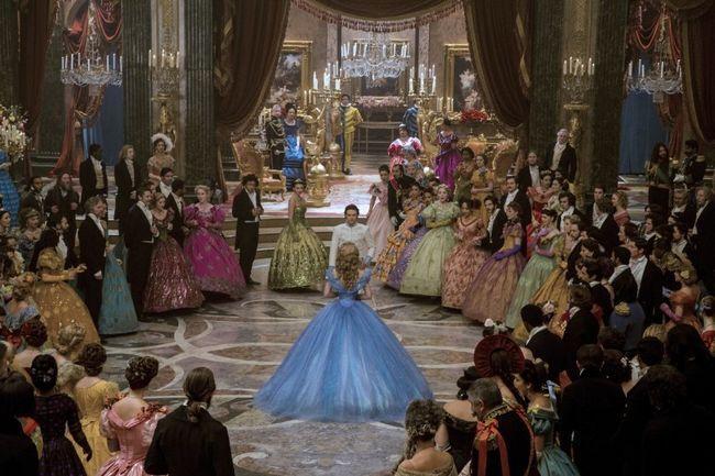 Dança de dois vestido de baile de Cinderela deve treinar força para