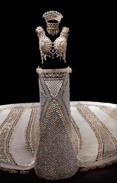 Você usaria um vestido de casamento de 170 kg?
